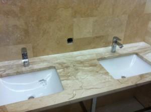 Столешницы из камня для ванной