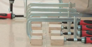Склейка столешницы из искусственного камня
